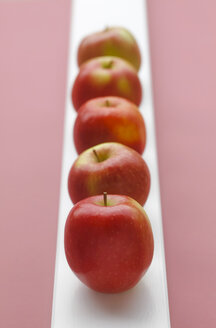 Red apples on pink background, close up - JTF000446