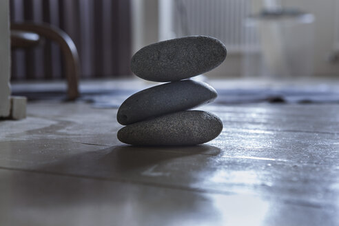 Balanced rocks in house - FMKYF000304