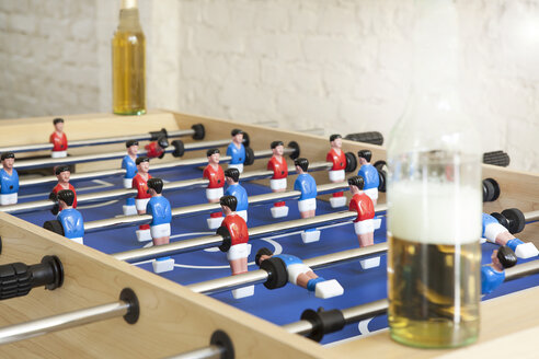 Tablefootball with beer bottles - FMKYF000278