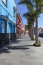 Spain, Puerto de la Cruz, Colorful houses on Calle Mequinez - AM000426