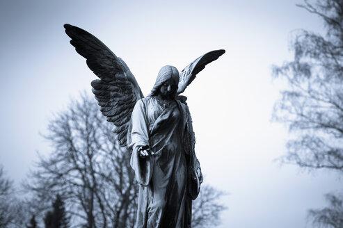 Germany, Cologne, Statue of angel at Melatenfriedhof - KJ000228