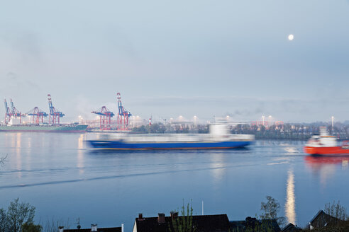Germany, Hamburg, Container harbour at Elbchaussee - MS002959