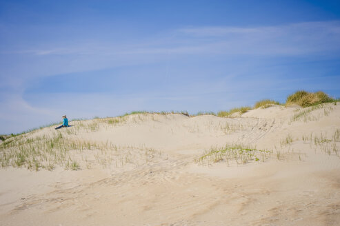 Denmark, Romo, Boy sitting at North Sea - MJF000227