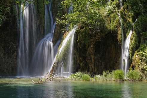 Croatia, Karlovac, Waterfall in Plitvice Lakes National Park - GF000077