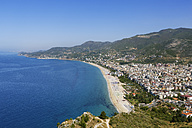 Turkey, Alanya, View of Cleopatra Beach and castle in background - SIEF004014