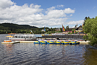 Germany, Baden Wuerttemberg, View of Titisee Lake and Black Forest - MAB000122