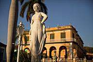 Cuba, Statue in front of Museo Romantico - PC000003