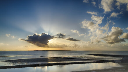 Germany, Sunset at North Sea in Spiekeroog - STSF000051