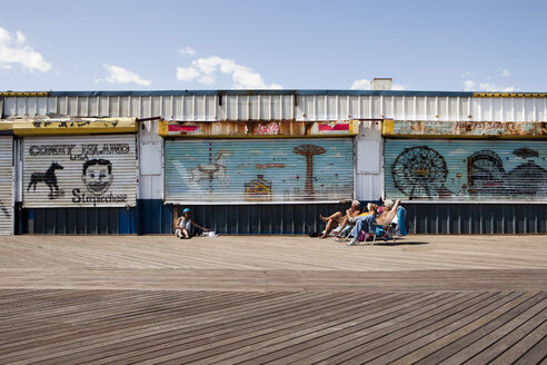USA, New York, People on Coney Island - SK001438