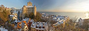 Germany, View of Meersburg Castle covered with snow - SH000820