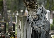Austria, Linz, Statue at cemetery - EJW000212