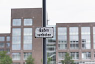 Germany, Duisburg, No swimming sign at Inner Harbour - HL000208