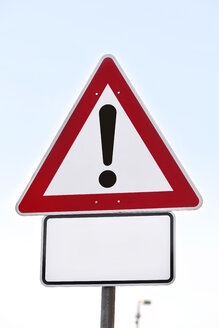 Give way traffic sign with exclamation mark - SKF001479