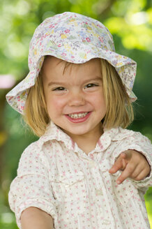 Germany, Baden Wuerttemberg, Portrait of girl in garden, smiling - LVF000157