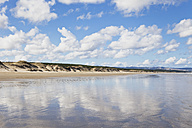 New Zealand, View of Ninety Mile Beach - GW002309