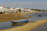 Spain, Andalucia, Huelva, Costa de la Luz, Cartaya, ebb tide at the beach in El Rompido, boats at the Rio Piedras river - MIZ000412