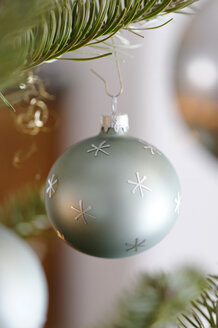 Christmas bauble hanging on tree, close up - LB000111
