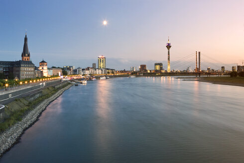 Germany, North Rhine-Westphalia, Dusseldorf, River Rhine at dusk - MFF000647
