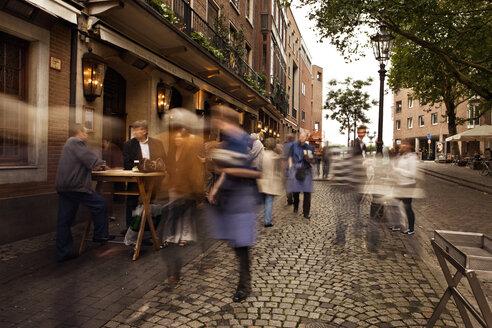 Germany, North Rhine-Westphalia, Dusseldorf, Old town with people at pub - MF000634