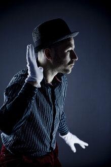 Man performing pantomime - CNF000005
