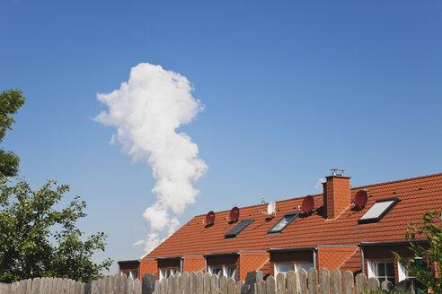 Germany, North Rhine Westphalia, Solar Panels on residential building - GW002334