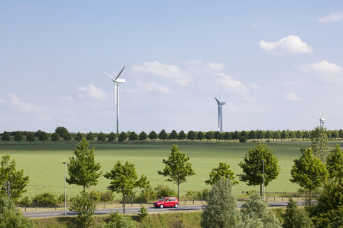 Germany, Hanover, wind turbines and enviroment - KFF000177