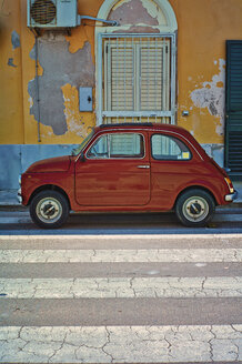 Italy, Apulia, Old Fiat 500 parked on crosswalk - DIK000058