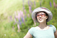 Austria, Young woman with sunglasses and hat - FLF000336