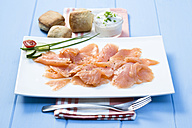 Smoked salmon on plate with napkin, close up - MAEF007132