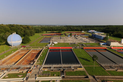 Germany, Baden Wuerttemberg, Ulm, View of sedimentation tanks on site of water treatment plant - LA000233