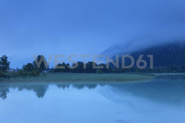 Austria, Tyrol, View of Achensee lake at dawn - GFF000205