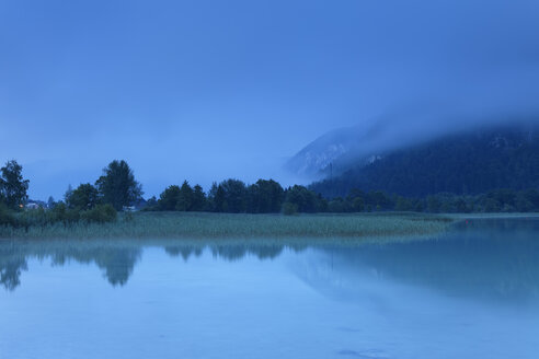 Austria, Tyrol, View of Achensee lake at dawn - GFF000205