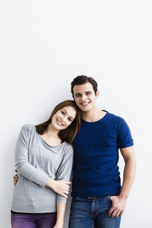 Germany, Portrait of young couple, smiling - SPOF000442