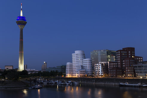 Germany, Duesseldorf, View of media harbour with Gehry House at night - HSK000005