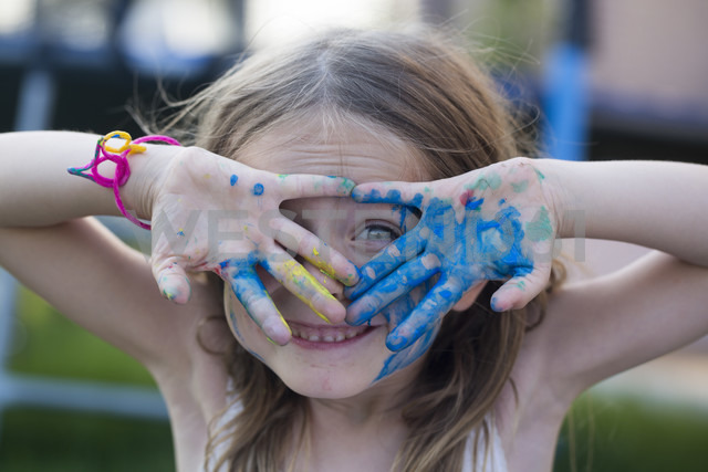 Germany, Bavaria, Girl playing with finger paint, close up - SARF000089