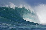 USA, Hawaii, Wave at North Shore - RUEF001152