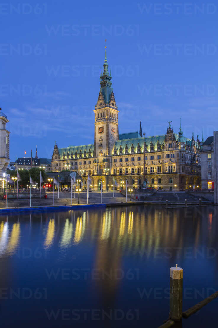 Germany, Hamburg, View of town hall and Alsterfleet - NKF000009 - Stefan Kunert/Westend61