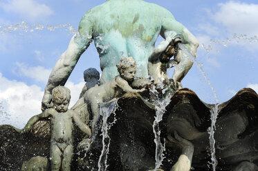 Germany, Berlin, Neptune fountain - MIZ000358