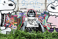 Germany, Berlin, Friedrichshain, Graffiti at wall - MIZ000380