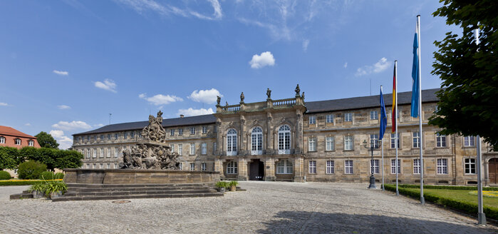 Germany, Bavaria, Franconia, Markgravr Fountain in front of The New Castle - AM000852