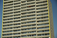 Germany, North Rhine Westphalia, Cologne Chorweiler, High-rise apartment building with balconies and satellite dishes - WG000011