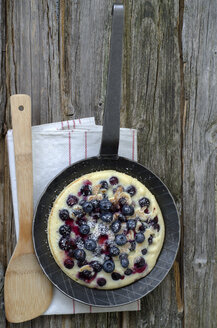 Blueberry pancake in pan with wooden spoon - OD000299