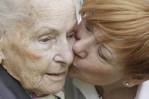 Germany, North Rhine Westphalia, Cologne, Mature woman kissing to senior woman, close up - JAT000170