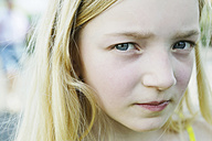 Germany, North Rhine Westphalia, Cologne, Portrait of girl, close up - JATF000244
