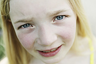 Germany, North Rhine Westphalia, Cologne, Portrait of girl, close up - JATF000239