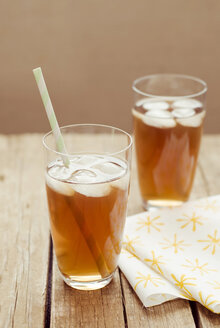 Glasses of ice tea on wooden table, close up - CZF000032