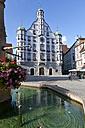 Germany, Bavaria, View of market square at Memmingen - AM000887