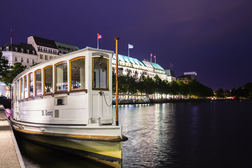 Germany, Hamburg, Ferry moored on Binnenalster - NK000023
