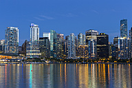 Canada, Skyline of Vancouver at night - FOF005186