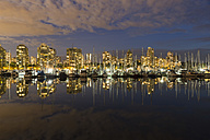 Canada, Vancouver, Marina with ships and skyline at night - FOF005220
